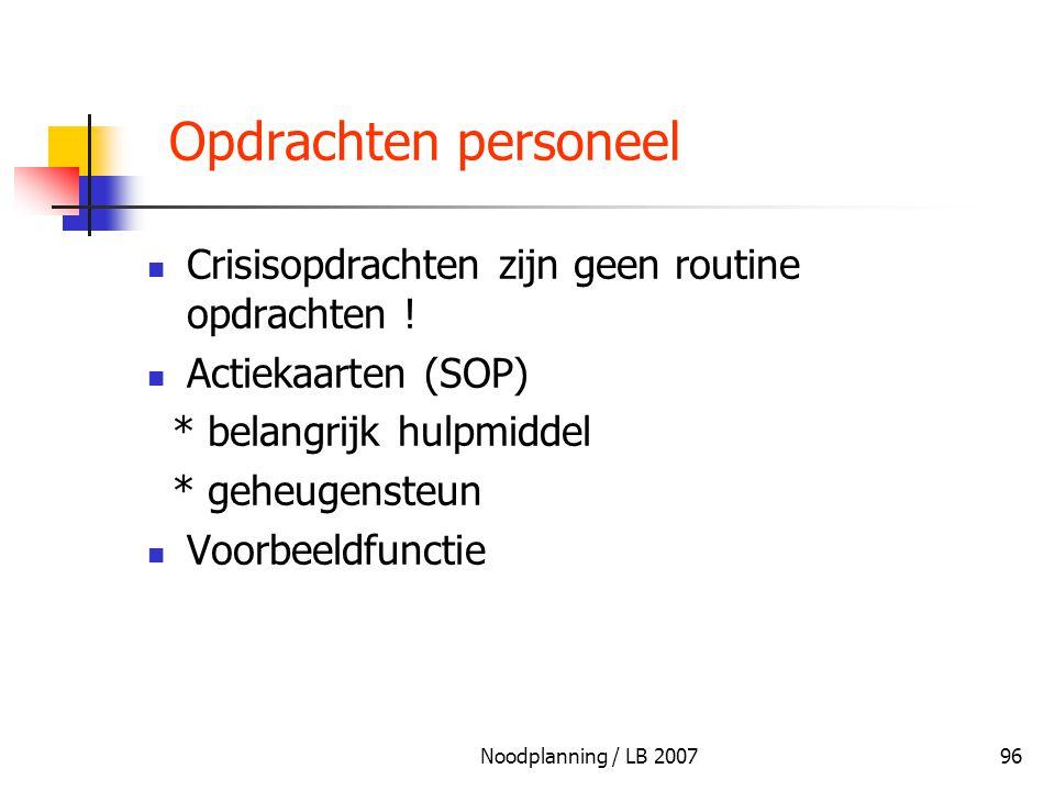 Noodplanning / LB 200796 Opdrachten personeel Crisisopdrachten zijn geen routine opdrachten ! Actiekaarten (SOP) * belangrijk hulpmiddel * geheugenste