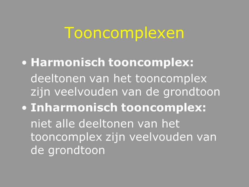 Frequentie Sinustonen: aantal pieken per seconde Tooncomplexen: meerdere enkelvoudige trillingen tonen = deeltonen of partialen Frequentie --- Toonhoo