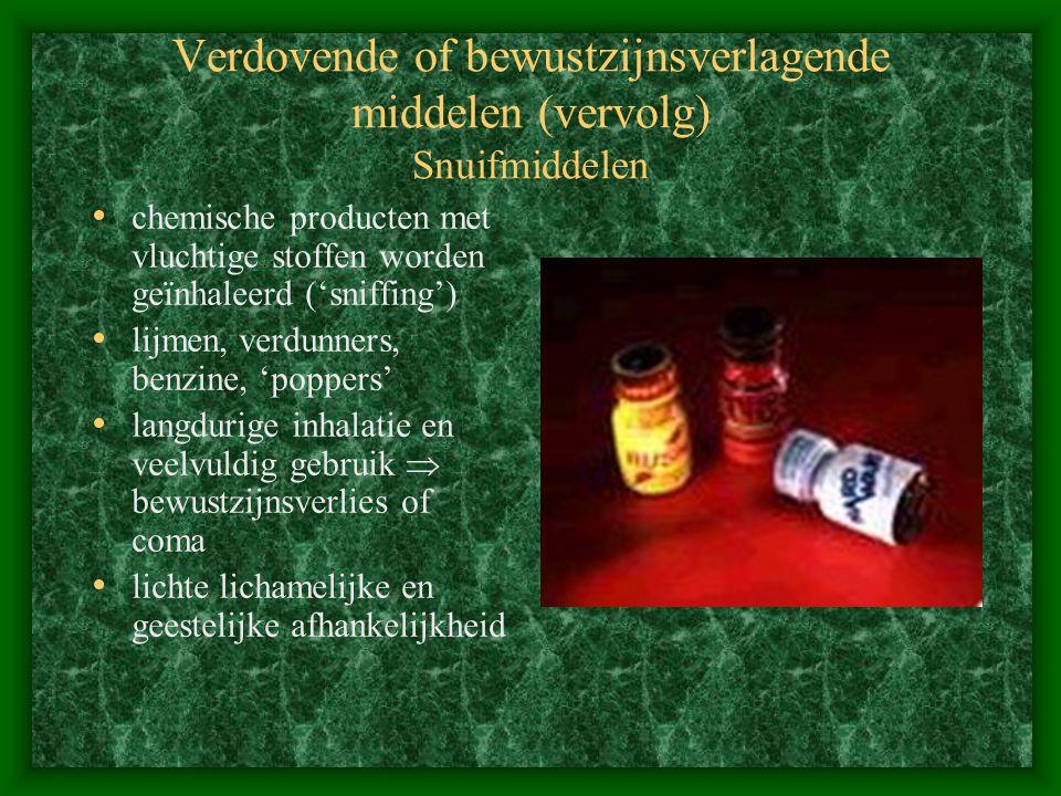 Verdovende of bewustzijnsverlagende middelen (vervolg) Snuifmiddelen chemische producten met vluchtige stoffen worden geïnhaleerd ('sniffing') lijmen,