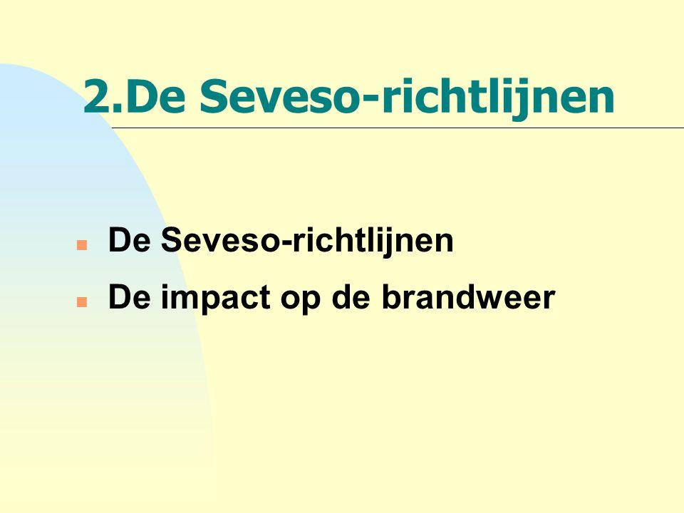 De Seveso (1)-richtlijn: n Richtlijn 82/501/EG van 24 juni 1982 Europese richtlijn: Legt verplichtingen op aan de exploitant van een industriële activiteit met risico op zwaar ongeval én aan de overheid met als doel: F zware ongevallen voorkomen F gevolgen van ongevallen te beperken voor mens & milieu