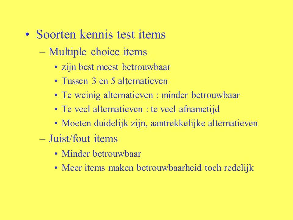 Soorten kennis test items –Multiple choice items zijn best meest betrouwbaar Tussen 3 en 5 alternatieven Te weinig alternatieven : minder betrouwbaar