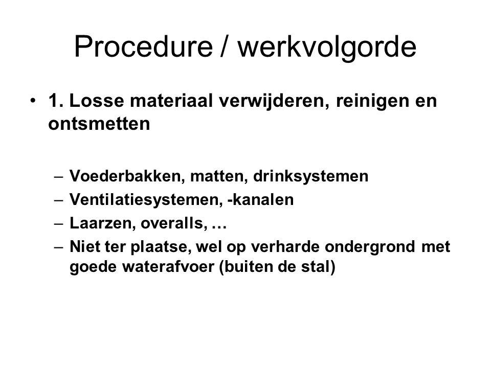 Procedure / werkvolgorde 1. Losse materiaal verwijderen, reinigen en ontsmetten –Voederbakken, matten, drinksystemen –Ventilatiesystemen, -kanalen –La