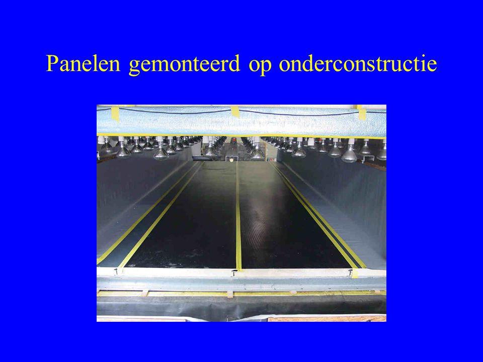 Panelen gemonteerd op onderconstructie