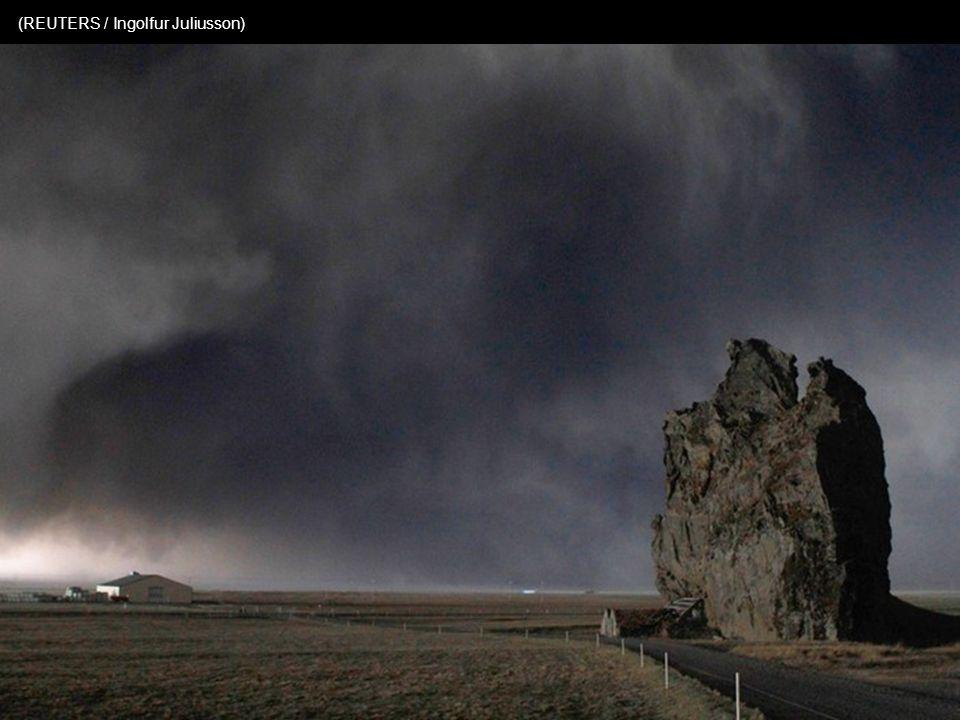 Gezien door telelens : de hoeve gelegen aan de voet van de vulkaan Eyjafjallajökull (KOLBEINS HALLDOR / AFP / Getty Images)