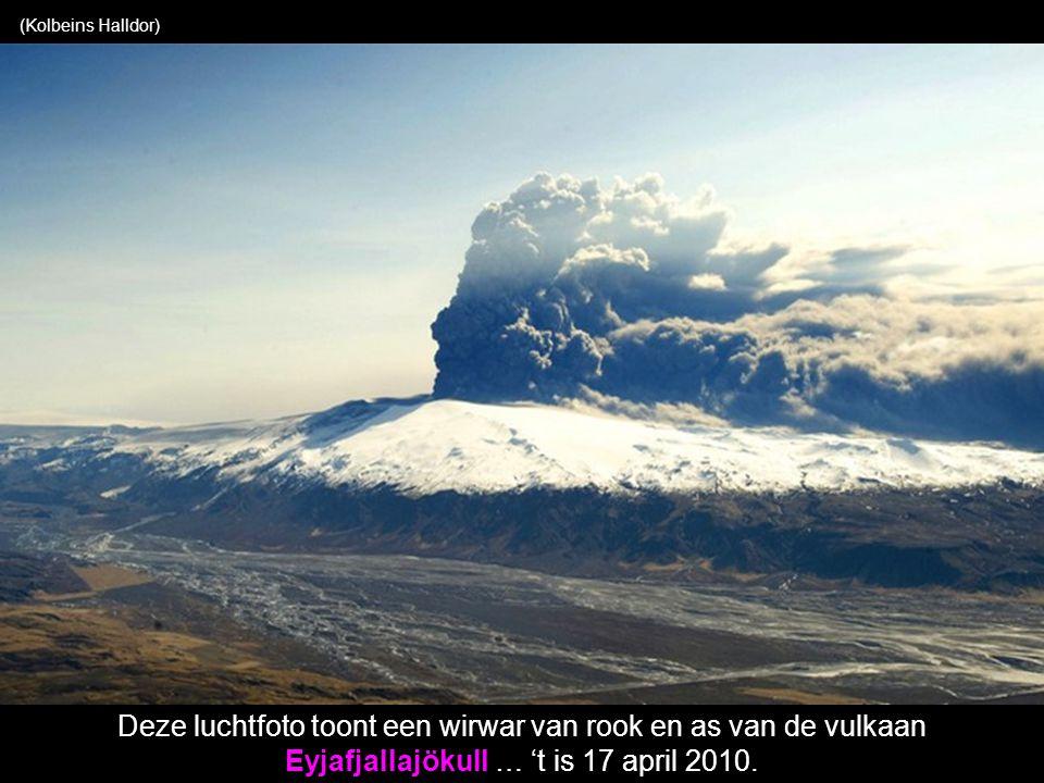 (REUTERS / récepteur satellite NERC Station, l Université de Dundee, Ecosse) vulkaan Eyjafjallajökull
