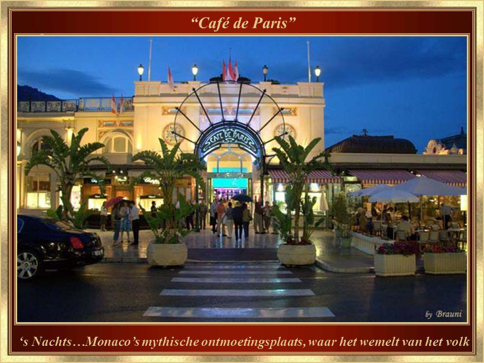 Café de Paris Waar iedereen elkaar toevallig ontmoet…of wacht op…
