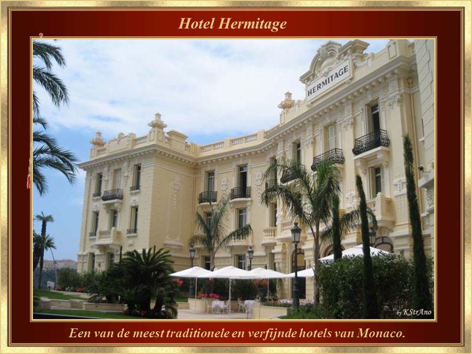 Café de Paris 's Nachts…Monaco's mythische ontmoetingsplaats, waar het wemelt van het volk