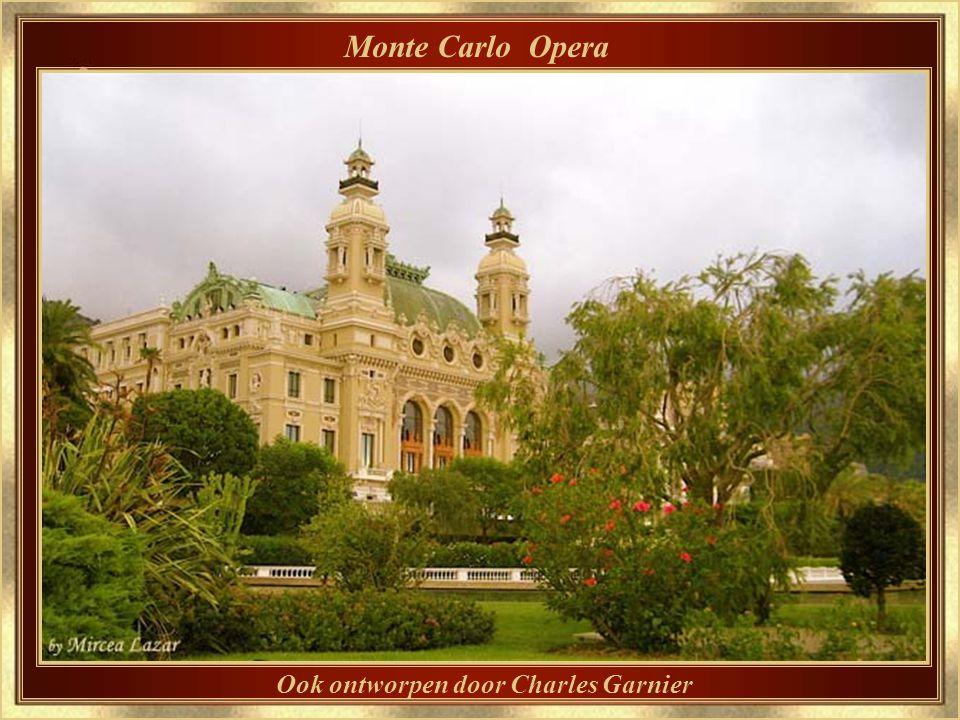 Monte Carlo Casino In een magische belichtingssfeer.