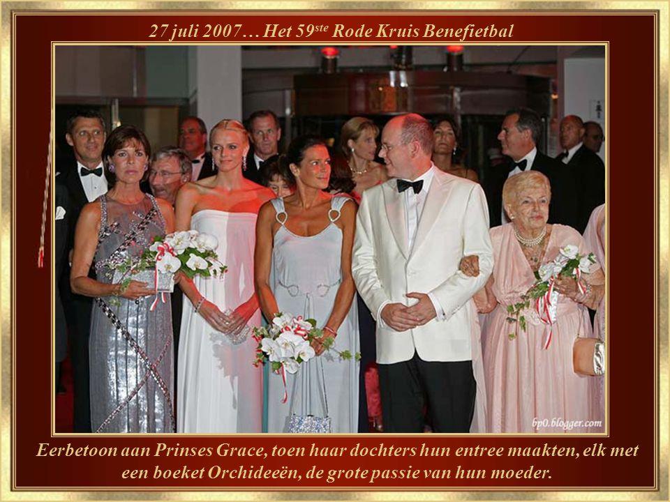 Grace liet ook haar stempel na bij een nieuwe traditie, Het Rozenbal…hier het 54 ste bal op 24 maart 2007.