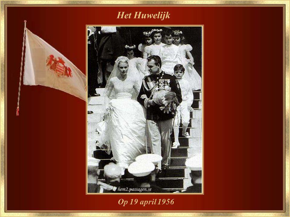 De verloving met Prins Rainier III op 05 januari 1956 Met de bloem, die haar legendarische passie was, de ORCHIDEE