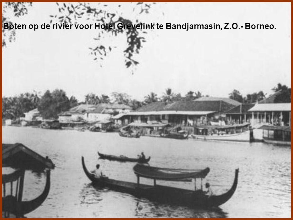 Martapoera, een dorp 40 km van Bandjarmasin gelegen, had een levendige pasar welke zowel te land als te water gedreven werd.