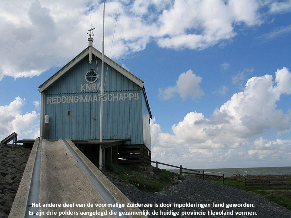 Na het gereed komen van de Afsluitdijk werd het water IJsselmeer genoemd, naar de rivier de IJssel die erin uitmondt.