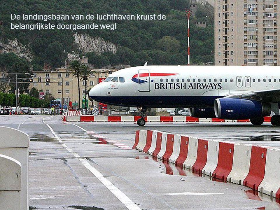 Gibraltar is een van de overzeese gebieden van Groot Brittannie. Het ligt in zuid Spanje, aan de straat van Gibraltar, tussen de Middellandse zee en d