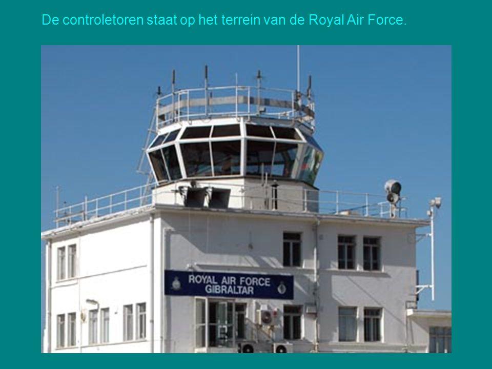 De landingsbaan van de luchthaven kruist de belangrijkste doorgaande weg!
