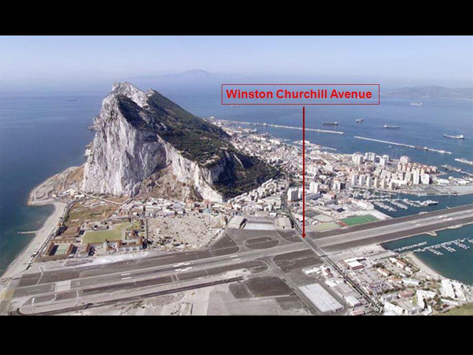 De Winston Churchill avenue kruist de landings- baan en wordt, iedere keer als een vliegtuig opstijgt of landt, afgesloten.