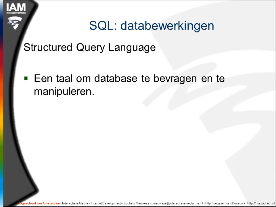 SQL: databewerkingen Structured Query Language  Een taal om database te bevragen en te manipuleren.