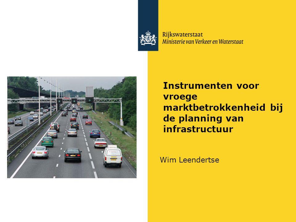 Rijkswaterstaat Beleid over infra, duurzaamheid, RO en markt: V&W Procesversnelling Politiek/Biza: Sober en doelmatige overheid (New Management stroom) EZ marktstimulering en innovatie EZ regelgeving EZ Gebiedsontwikkelagenda's (BV Nederland) VROM duurzaamheid (gericht op schaarse energiebronnen) Financien :druk op PPS (sinds Ruding vooral DBfM) VROM en V&W: RO via MIRT en decentrale nieuwe WRO RWS Agenda 2012: – toonaangevend opdrachtgeverschap : beter benutten van marktpartijen in alle fasen van een project o.a.