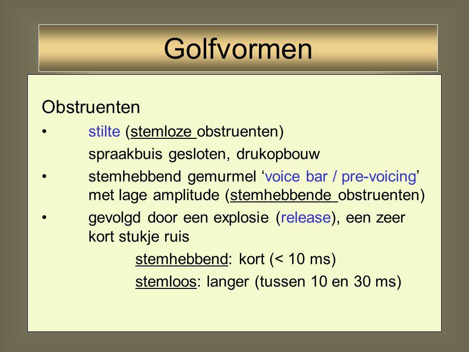 23 Vocalen periodiek signaal (samengesteld) locaal maximum in de amplitude van het signaal duur tussen 50 ms (schwa) en 100 (korte vocalen) en 300 ms