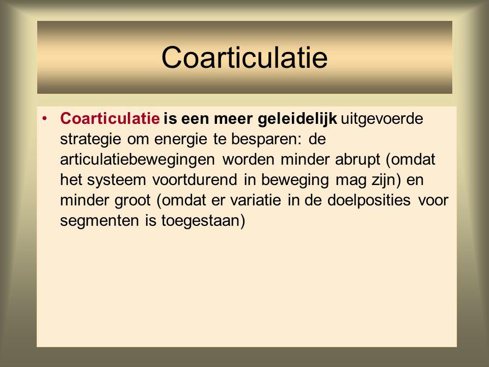 Coarticulatie is een meer geleidelijk uitgevoerde strategie om energie te besparen: de articulatiebewegingen worden minder abrupt (omdat het systeem v