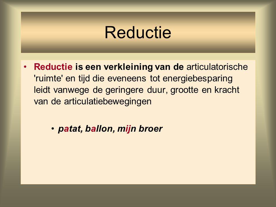 Reductie is een verkleining van de articulatorische 'ruimte' en tijd die eveneens tot energiebesparing leidt vanwege de geringere duur, grootte en kra
