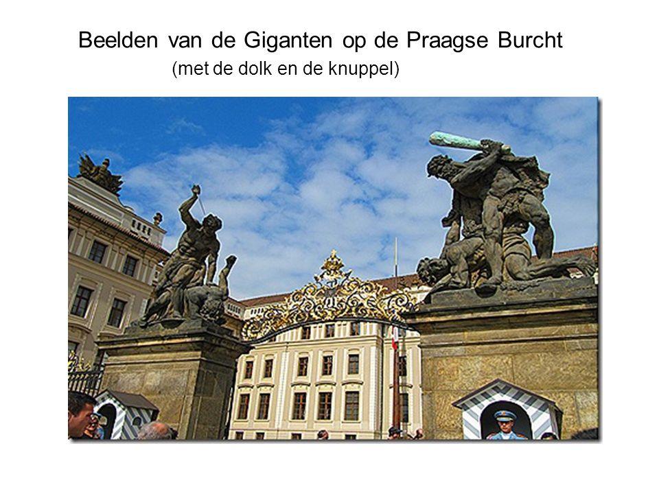 Beelden van de Giganten op de Praagse Burcht (met de dolk en de knuppel)