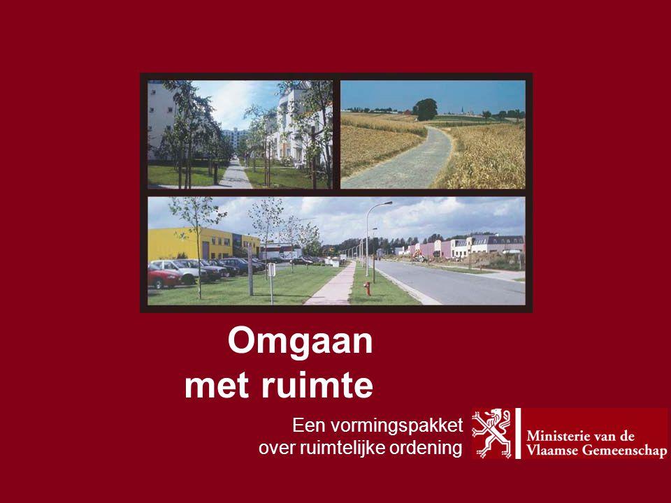De gedaantewisseling van de Vlaamse ruimte Lintbebouwing  versterkt historisch fenomeen De open ruimte als overloop voor de stedelijke functies De transformatie van het landschap door de landbouw B
