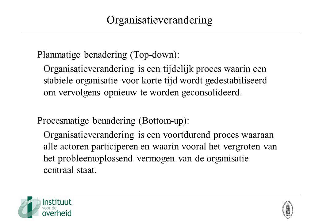 Organisatieverandering Planmatige benadering (Top-down): Organisatieverandering is een tijdelijk proces waarin een stabiele organisatie voor korte tij