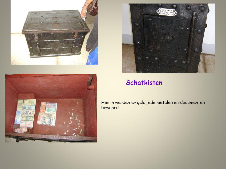 Schatkisten Hierin werden er geld, edelmetalen en documenten bewaard.