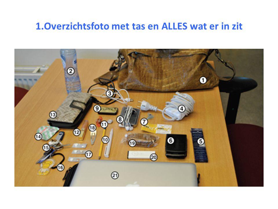 1.Overzichtsfoto met tas en ALLES wat er in zit