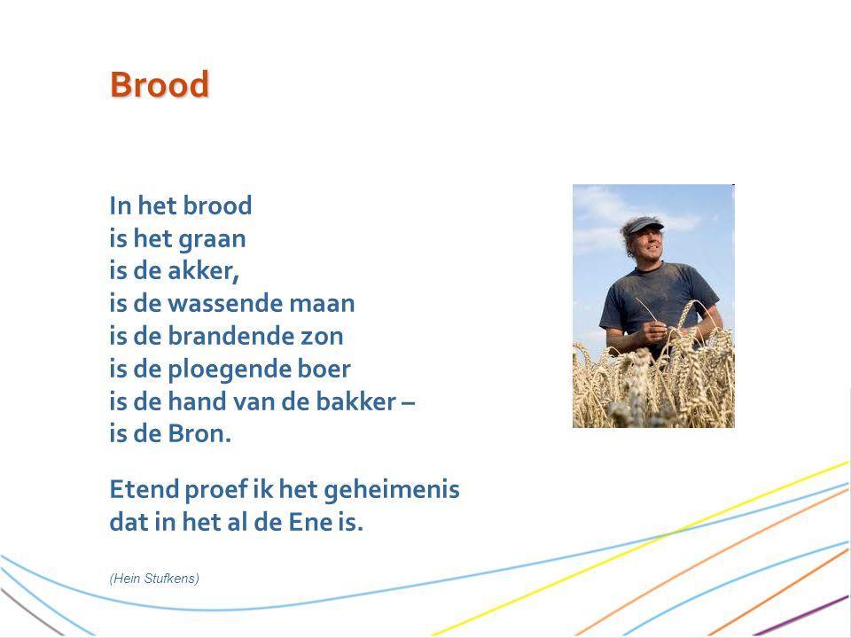 In het brood is het graan is de akker, is de wassende maan is de brandende zon is de ploegende boer is de hand van de bakker – is de Bron.