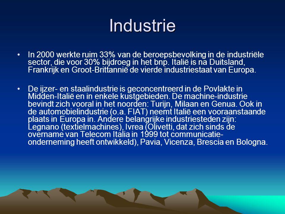 Industrie In 2000 werkte ruim 33% van de beroepsbevolking in de industriële sector, die voor 30% bijdroeg in het bnp. Italië is na Duitsland, Frankrij