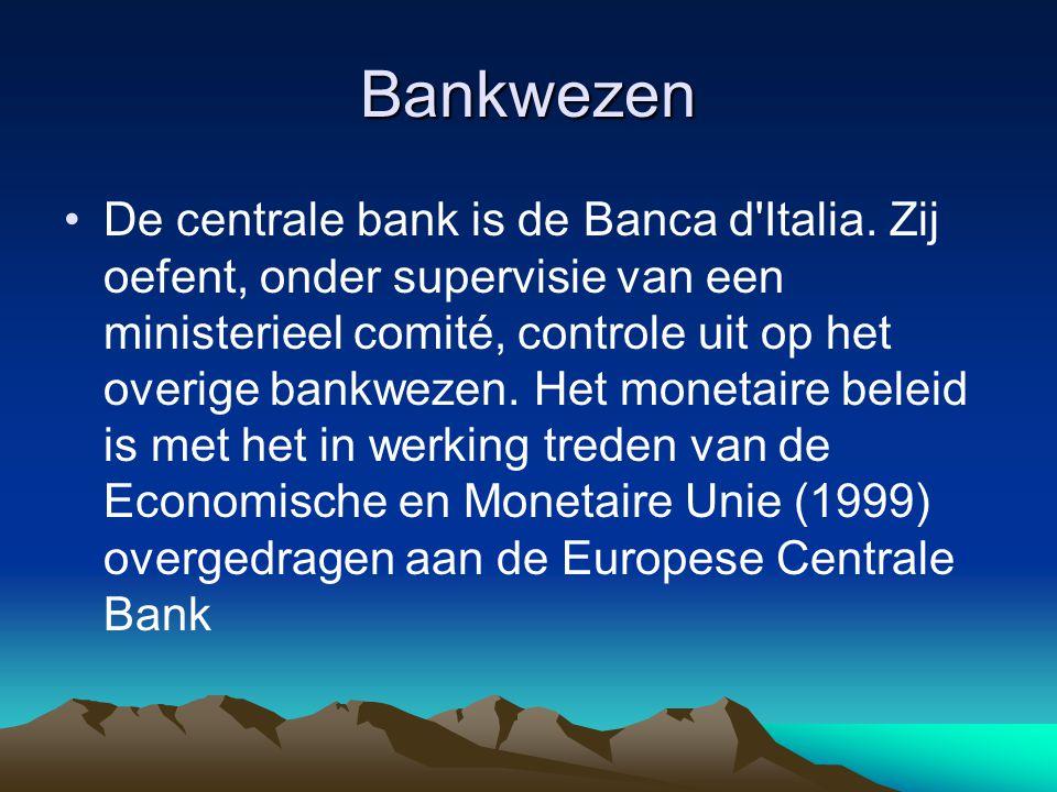 Bankwezen De centrale bank is de Banca d'Italia. Zij oefent, onder supervisie van een ministerieel comité, controle uit op het overige bankwezen. Het