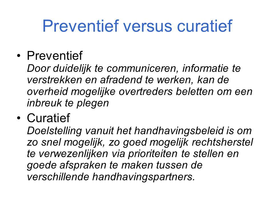Preventief versus curatief Preventief Door duidelijk te communiceren, informatie te verstrekken en afradend te werken, kan de overheid mogelijke overt