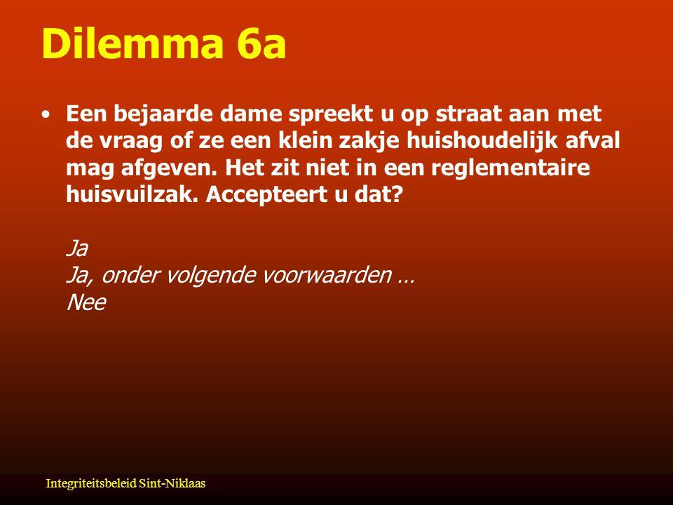 Integriteitsbeleid Sint-Niklaas Dilemma 6a Een bejaarde dame spreekt u op straat aan met de vraag of ze een klein zakje huishoudelijk afval mag afgeven.