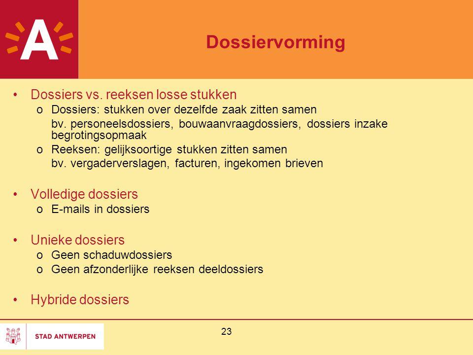 23 Dossiervorming Dossiers vs. reeksen losse stukken oDossiers: stukken over dezelfde zaak zitten samen bv. personeelsdossiers, bouwaanvraagdossiers,