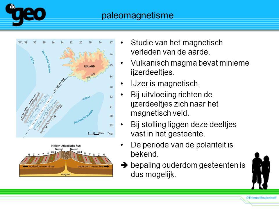 paleomagnetisme Studie van het magnetisch verleden van de aarde. Vulkanisch magma bevat minieme ijzerdeeltjes. IJzer is magnetisch. Bij uitvloeiing ri