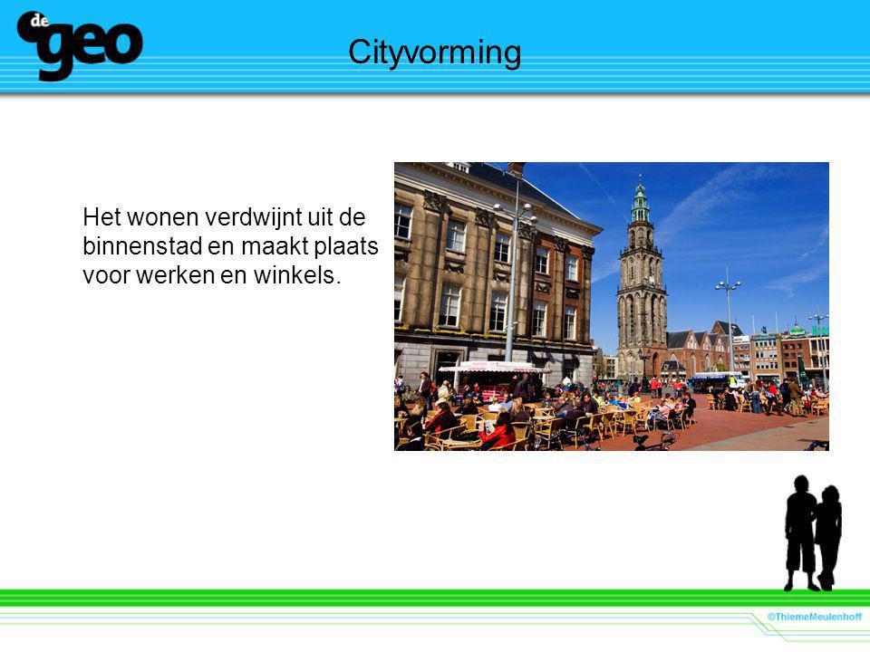 Cityvorming Het wonen verdwijnt uit de binnenstad en maakt plaats voor werken en winkels.