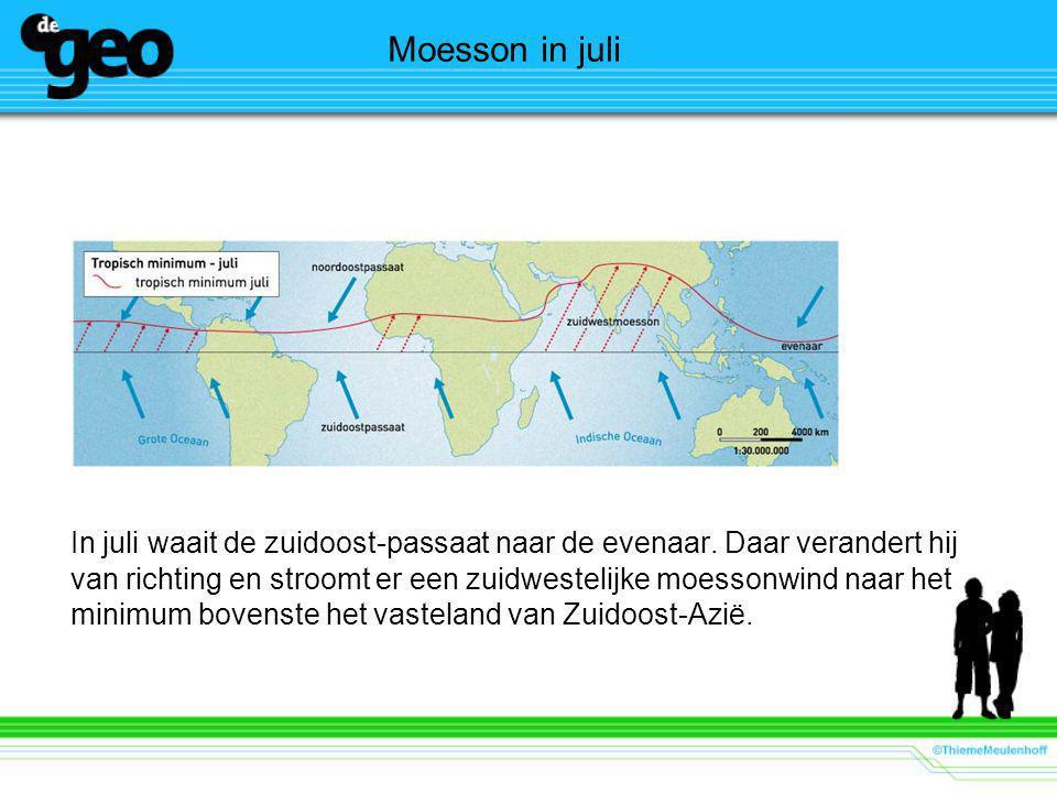 Moesson in juli In juli waait de zuidoost-passaat naar de evenaar.