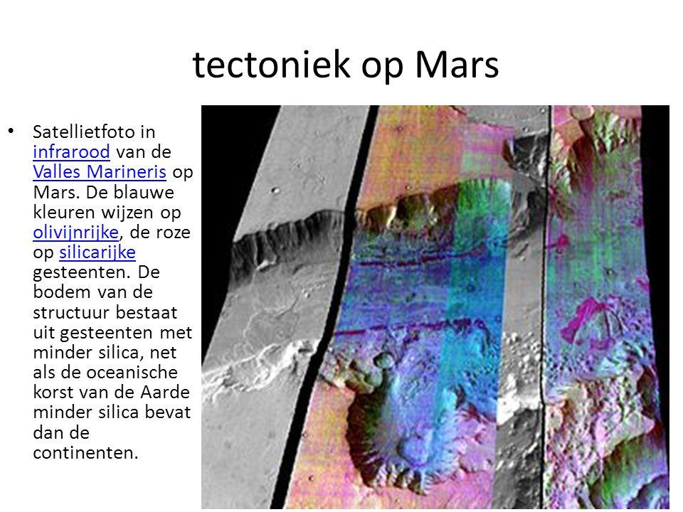 tectoniek op Mars Satellietfoto in infrarood van de Valles Marineris op Mars. De blauwe kleuren wijzen op olivijnrijke, de roze op silicarijke gesteen