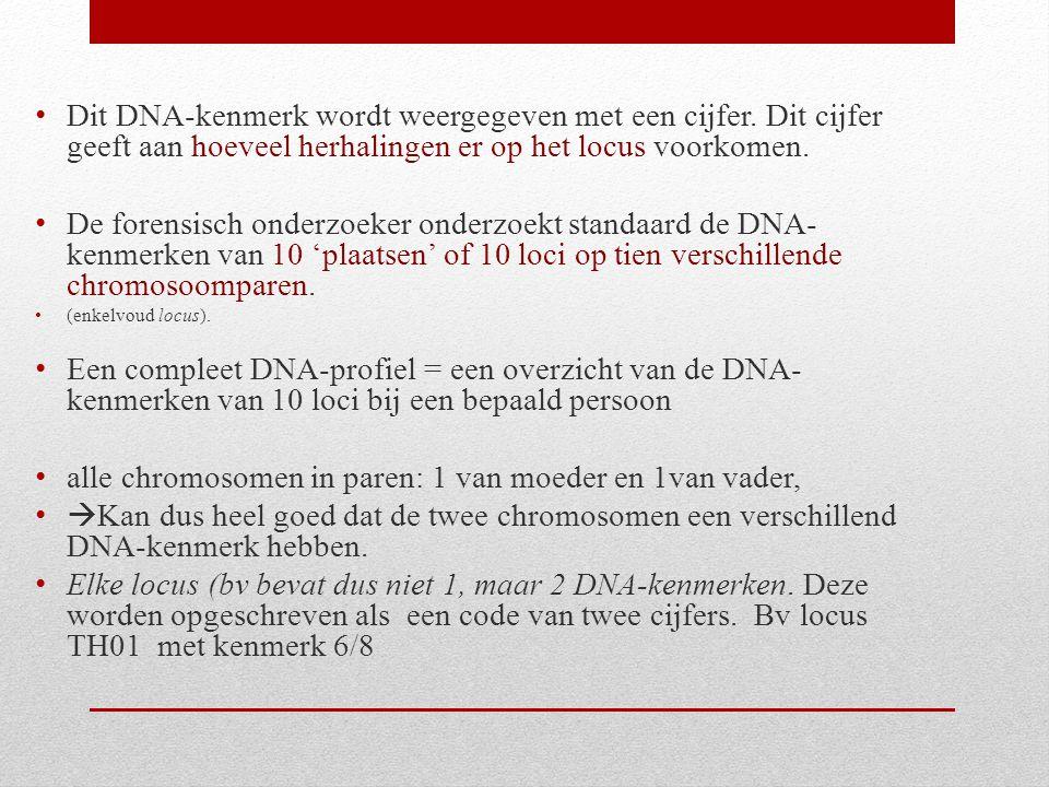 Dit DNA-kenmerk wordt weergegeven met een cijfer. Dit cijfer geeft aan hoeveel herhalingen er op het locus voorkomen. De forensisch onderzoeker onderz