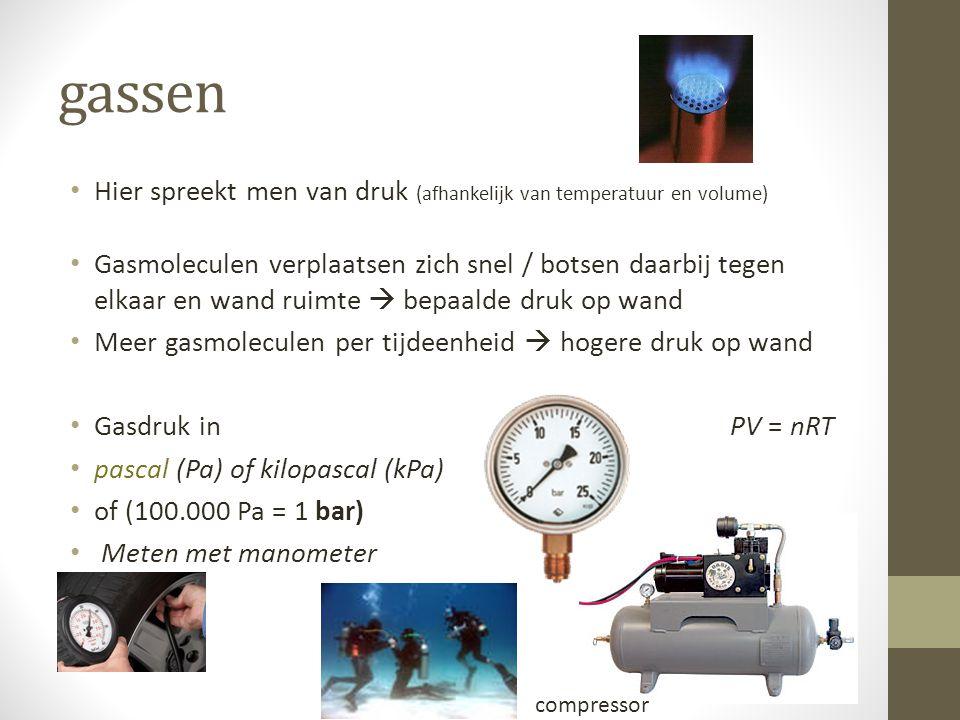 gassen Hier spreekt men van druk (afhankelijk van temperatuur en volume) Gasmoleculen verplaatsen zich snel / botsen daarbij tegen elkaar en wand ruim
