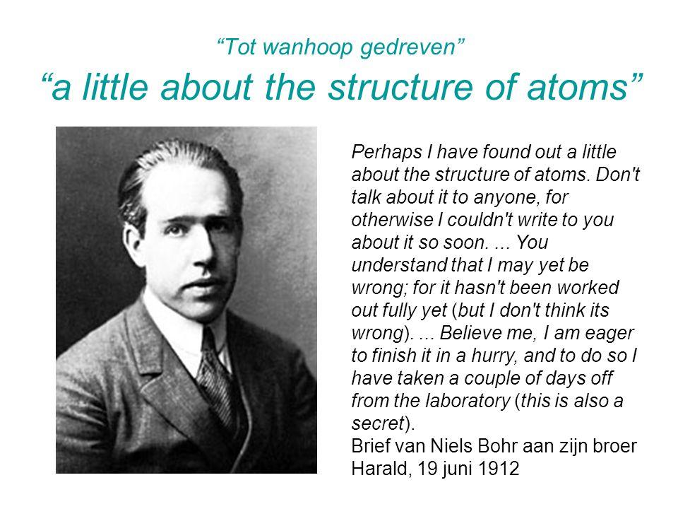 Whiddington heeft in 1911 een anode gebombardeerd met elektronenstralen en ontdekte dat er plotselinge veranderingen in de uitgezonden straling waren bij bepaalde kritische snelheden.
