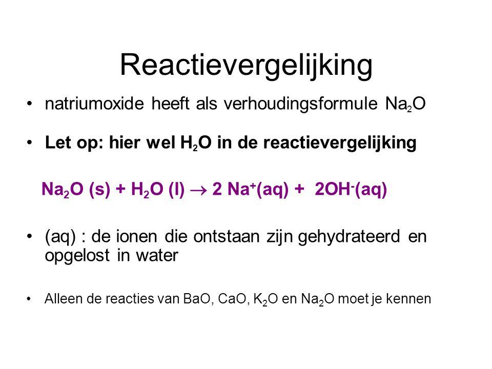 Oplosvergelijkingen ijzer(III)sulfaat heeft als verhoudingsformule: Fe 2 (SO 4 ) 3 Let op: géén + H 2 O in de reactievergelijking: Oplosvergelijking: