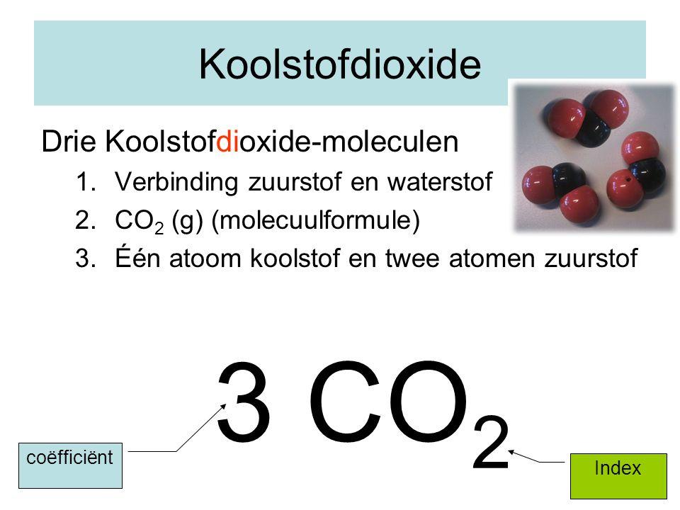 12 Koolstofdioxide Drie Koolstofdioxide-moleculen 1.Verbinding zuurstof en waterstof 2.CO 2 (g) (molecuulformule) 3.Één atoom koolstof en twee atomen