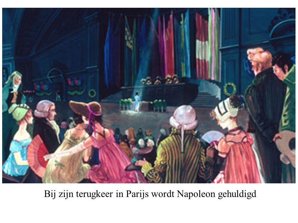 Bij zijn terugkeer in Parijs wordt Napoleon gehuldigd