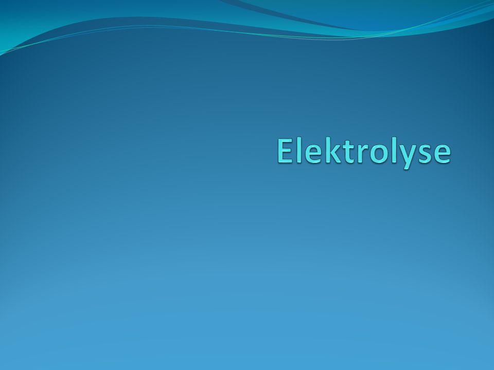 Redox Reactie met elektronen overdracht Reductor staat elektronen af (levert dus elektronen) Oxidator neemt elektronen op (verbruikt dus elektronen) Reactie verloopt alleen als de oxidator hoger staat dan de reductor (Binas 48)