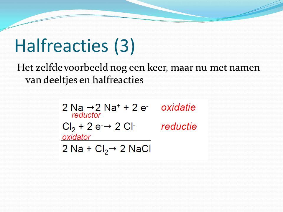 Halfreacties (3) Het zelfde voorbeeld nog een keer, maar nu met namen van deeltjes en halfreacties