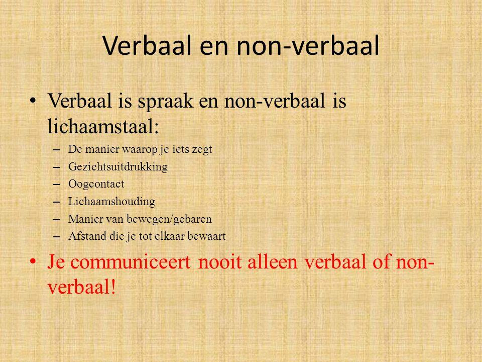 Verbaal en non-verbaal Verbaal is spraak en non-verbaal is lichaamstaal: – De manier waarop je iets zegt – Gezichtsuitdrukking – Oogcontact – Lichaams