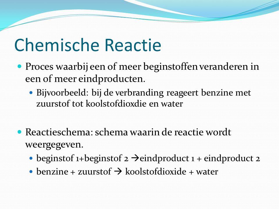 Chemische Reactie Proces waarbij een of meer beginstoffen veranderen in een of meer eindproducten. Bijvoorbeeld: bij de verbranding reageert benzine m