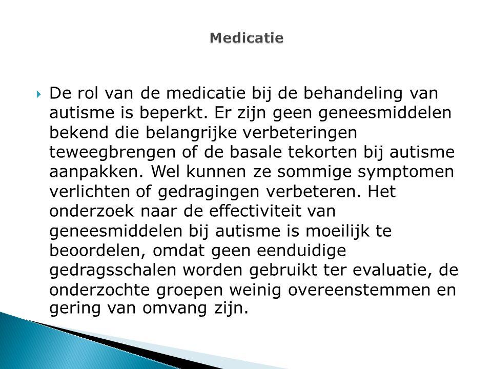  De rol van de medicatie bij de behandeling van autisme is beperkt. Er zijn geen geneesmiddelen bekend die belangrijke verbeteringen teweegbrengen of